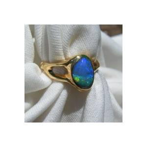 18k yellow gold ring with one Australian opal