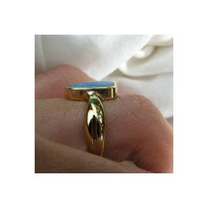 Solid 18k gold ring with free form Lightning Ridge opal