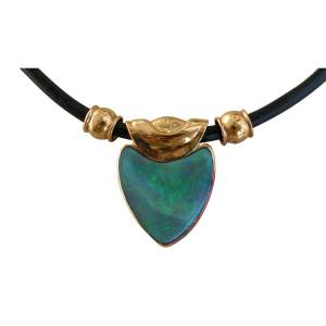 Crafted by hand opal pendant 18k gold